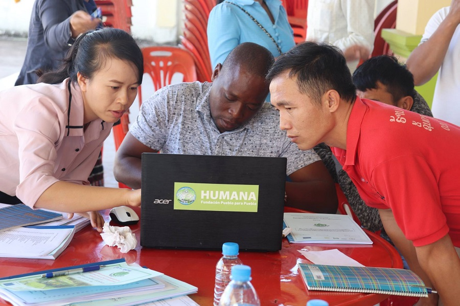 Group discussion with Timthong, Duncan and new Farming Instructors (from left to right)