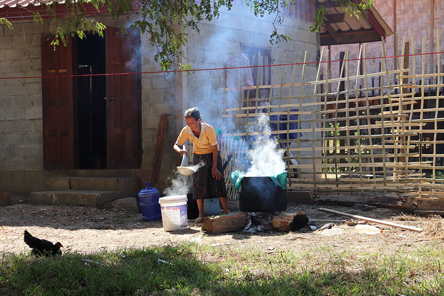 Traditional cooking methods on open fires release a lot of emissions and are thus harmful to peoples' health as well as the environment